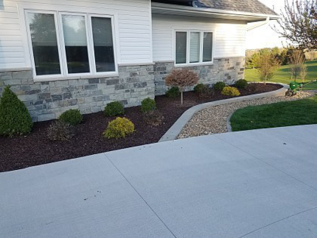 Who Handles Landscaping in Cedar Rapids, IA?